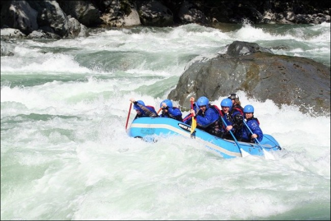 Rapids on the Skykomish kick it up to Class III