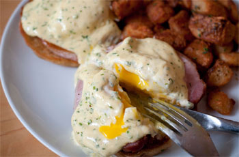 eggs benedict at Maono