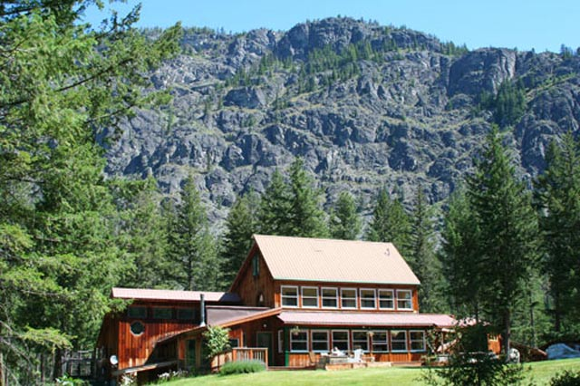 Day Hikes and Cheap Sleeps in the Methow Valley
