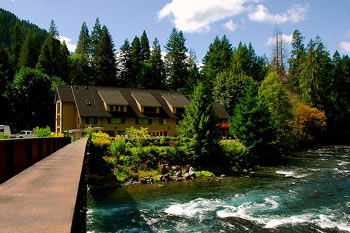 Belknap Lodge | A Spa in the Woods: Dip into Northwest Hot Springs
